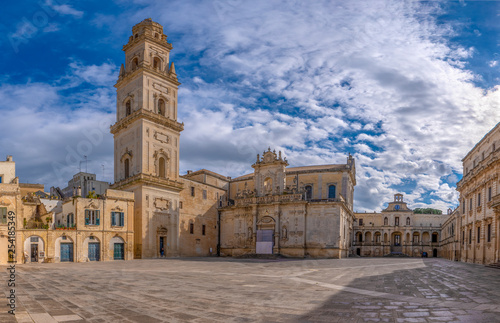 Fotografía Panorama of Piazza del Duomo square , Campanile tower and Virgin Mary Cathedral ( Basilica di Santa Maria Assunta in Cielo ) , Caritas Diocesana in Lecce - Puglia, Italy