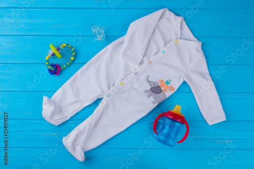 Canvas-taulu White soft wool baby pajama with toys.