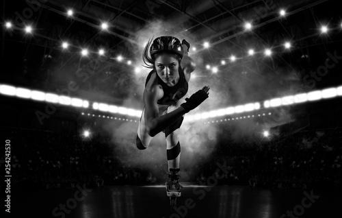 Fotografia Professional beautiful woman roller skating