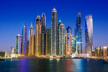 Nowoczesna architektura mieszkaniowa Dubai Marina, Zjednoczone Emiraty Arabskie