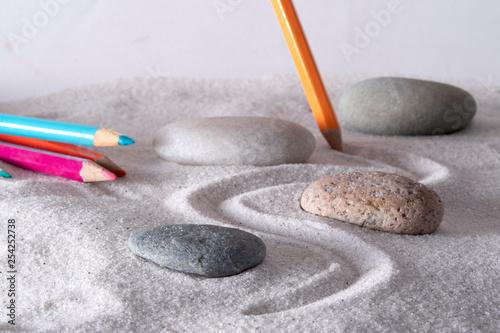 Montage in der Fensternische Zen-Steine in den Sand Artistic mind