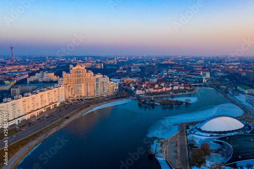Fototapeta premium zachód słońca w mieście