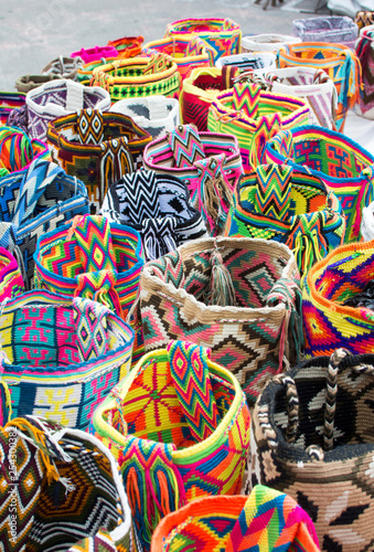 Fotografía Knitted bags in the Otavalo market, Ecuador