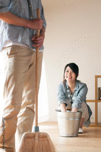 Fotografie, Obraz  掃除をするカップル