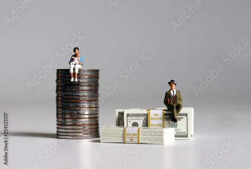 Fotografía  A pile of bills and coins