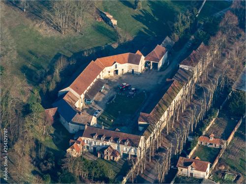 Foto  vue aérienne de la ferme du château de Villiers-en-Arthiès dans les Yvelines en