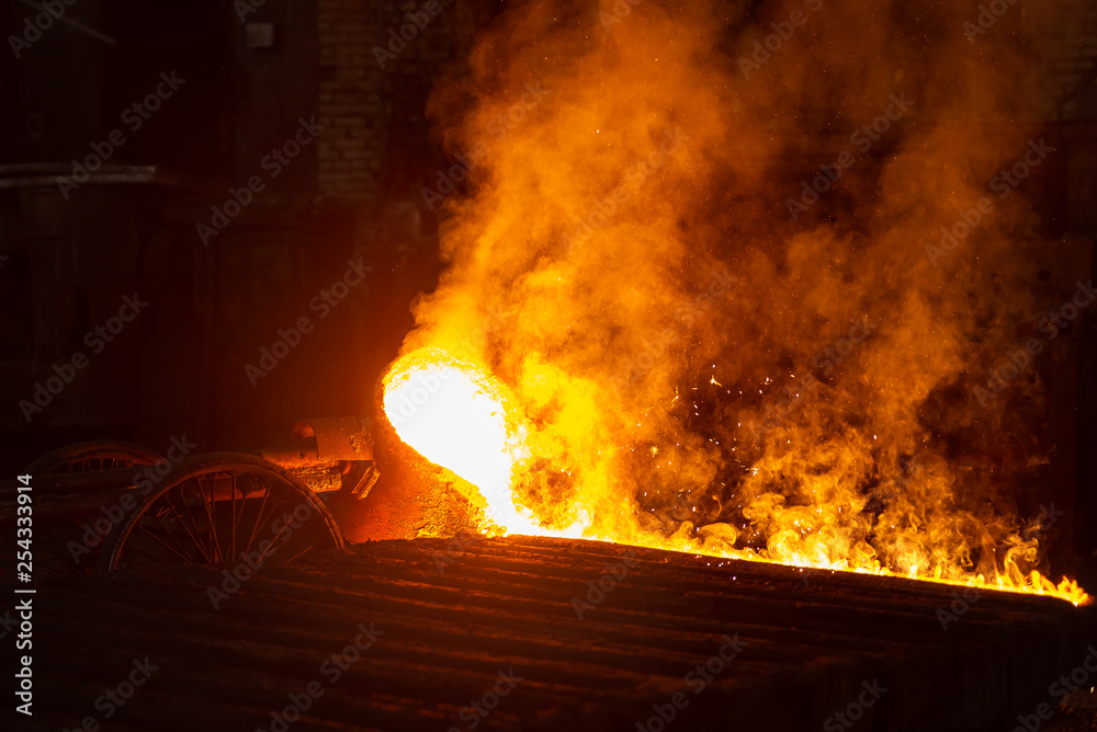 Fototapety, obrazy: Very hot metal casting in a old steel factory