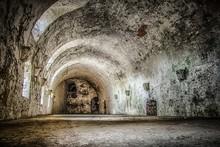 Stara Opuszczona Piwnica I Lochy