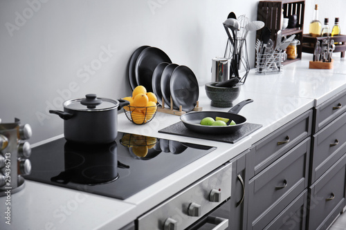 Pinturas sobre lienzo  Clean utensils with products on counter in modern kitchen