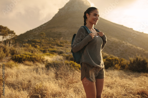 Obraz Woman hiker standing on a countryside trail - fototapety do salonu