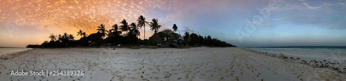 La pose en embrasure Cote Beautiful sunset over beach in Kenya