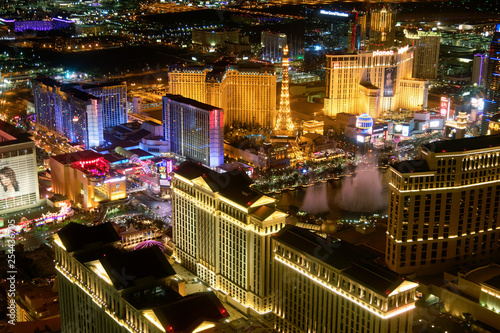 Staande foto Las Vegas LAS VEGAS - JUNE 30, 2018: City view from helicopter at night. The city is the most famous world gambling destination