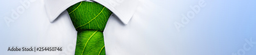 Photo Ecology concept, business man with green leaf tie