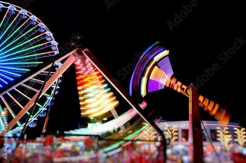Valokuva  Neon lights in the adventure park. Attraction pendulum.