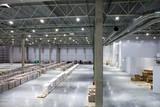 Fototapeta Przestrzenne - Large modern warehouse