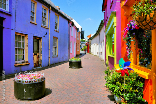 Quaint street lined with vibrant colorful buildings in the Old Town of Kinsale, Tapéta, Fotótapéta