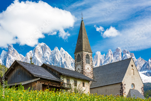 Fotografía Italy, South Tyrol, Vilnoess Valley, View to Church of St