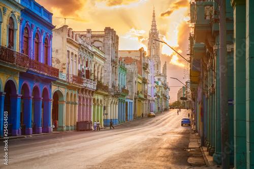 Poster de jardin Havana Street scene with sunset in downtown Havana
