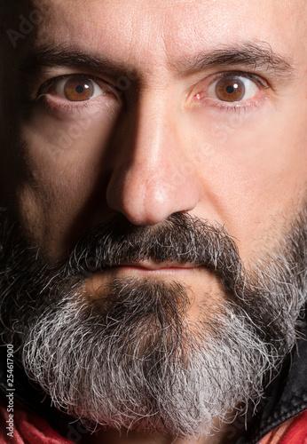 Fotomural Ritratto di uomo con barba folta