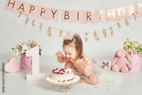 Stupendous Girl With A Birthday Cake 1 Year Old Baby Photo Session Buy Funny Birthday Cards Online Inifofree Goldxyz
