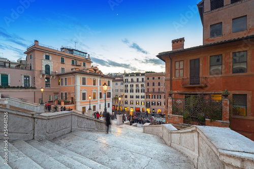Foto  The Spanish steps in Rome at dusk, Italy