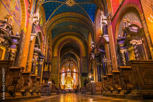 Obraz na plátně Meraviglioso interno colorata della chiesa di San Francesco di Assisi nella vecc