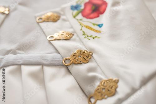 Valokuva  Gorset góralski z ozdobami róże zapinki złote folk tradycja góralska