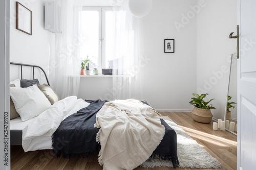 Photo sur Toile Pain Minimalist bedroom in white