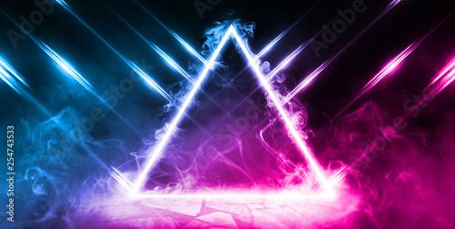 Fotografía  Neon triangle shape in smoke on a dark background