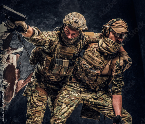 Valokuvatapetti Combat conflict, special mission, retreat