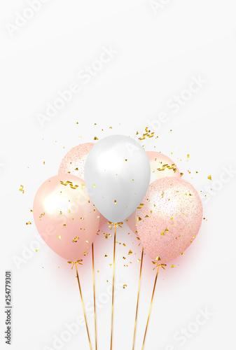 Tło z uroczysty realistyczne balony ze wstążką. Uroczysty wzór z balonem, kolor różowy i biały, wysadzany złotymi iskierkami i brokatowymi konfetti. Świętuj szablon urodzinowy
