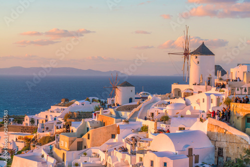 Poster Light pink Sunset on the famous Oia city, Greece, Europe