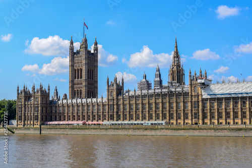 Fotografia  River Thames and Palace of Westminster (Houses of Parliament)