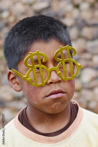 Fotografía  Sad native american boy wearing glasses in form of dollar.