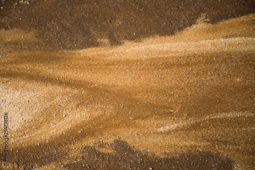Fotografía  Beautiful sand surface washed by spring creek