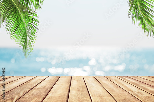 Poster Palmier Blurred blue sky and sea with bokeh light