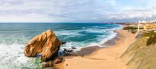 Vista Do Penedo Do Guincho Na Praia De Santa Cruz Em Torres Vedras Portugal