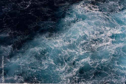 Spoed Fotobehang Onweer Waves in the sea