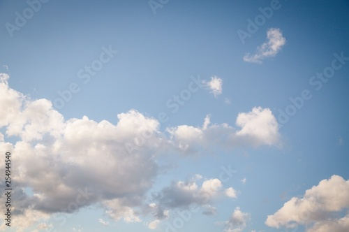 Fotografía  Beautiful white soft fluffy clouds on a blue sky background