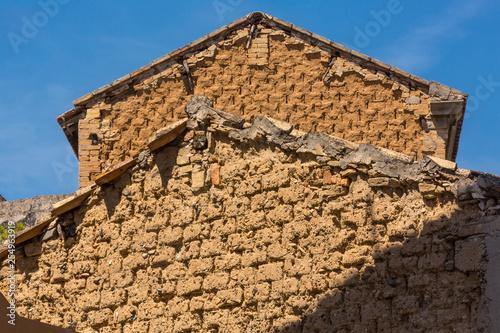 Fotografie, Obraz  Dettaglio casa costruita con Mattoni in terra Cruda