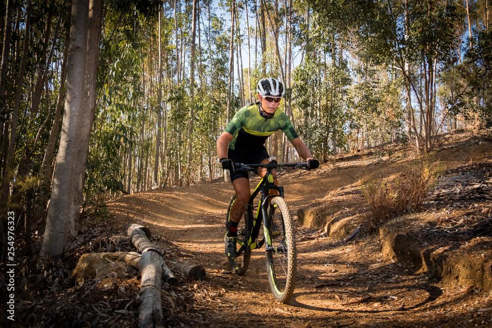 Fototapety, obrazy: teenage mountain bike rider