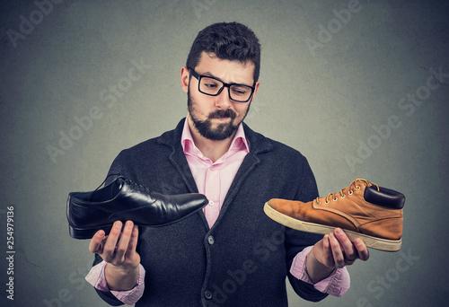 Fotografía  Young man making a shoe choice