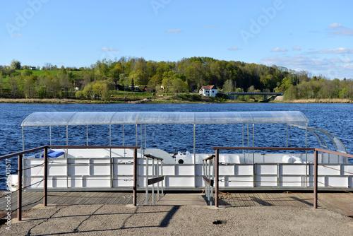 Foto  Historic pedestrian ferry across the river Daugava near Jaunjelgava, Latvia - im