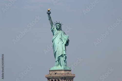 Liberty Monument, Hudson River, New York, Estatua de la Libertad sobre el rio Hu Canvas Print