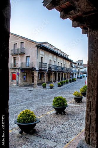 Fotografie, Obraz  Soportales de Riaza en plaza mayor, Segovia