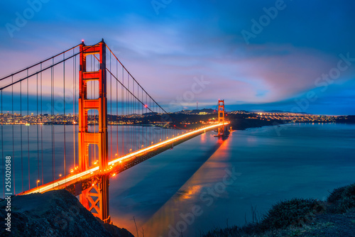 Photo  Golden Gate Bridge at night