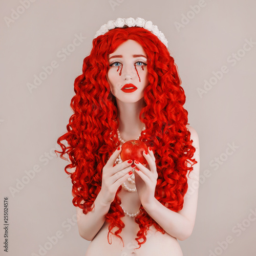 Fotografía  Redhead woman with pale skin and red lips
