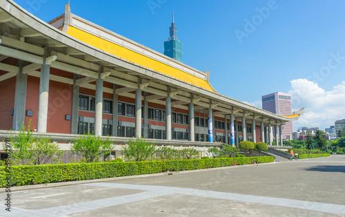 Fototapeta Day view of Sun Yat-Sen Memorial Hall against blue sky in Taipei,Taiwan obraz