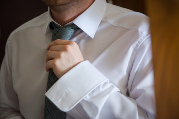 Pan młody i krawat