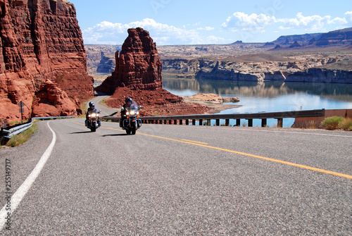 In de dag Route 66 motorcycle riding at lake powell